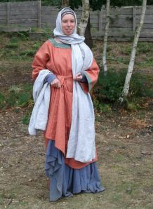 Anglo saxon woman's dress